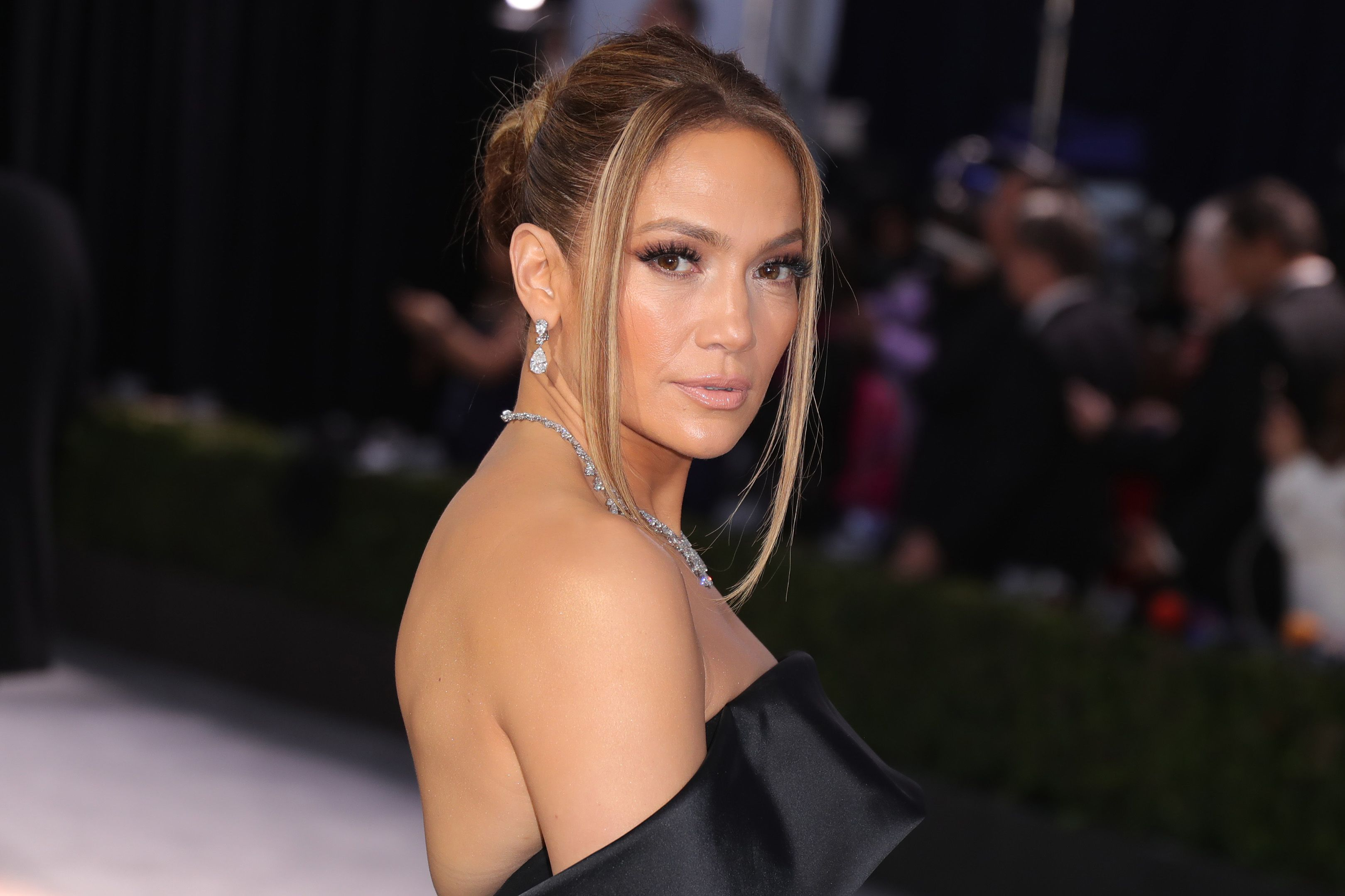 We're obsessed with Jennifer Lopez's new wavy bob hairstyle