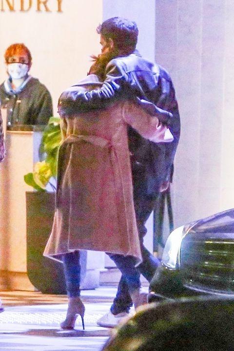 jennifer lopez and ben affleck hugging while out in la