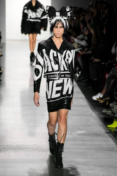 Fashion model, Runway, Fashion, Fashion show, Clothing, Footwear, Jersey, Human, Joint, Knee,