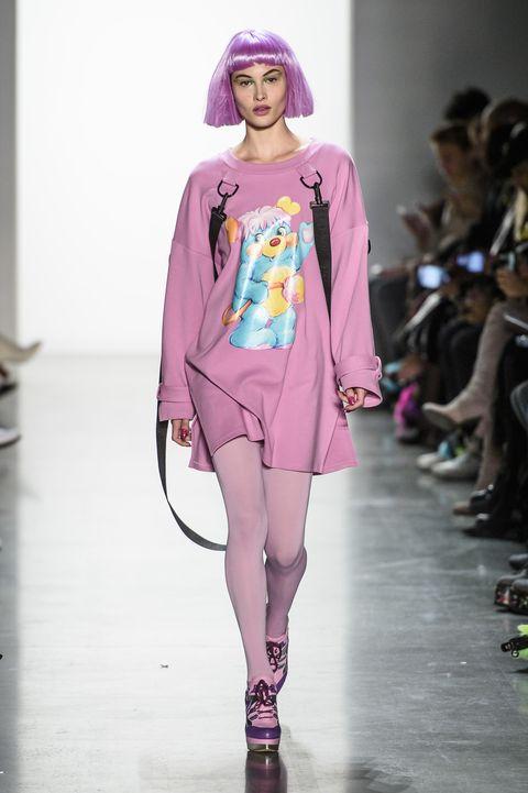 Fashion model, Fashion show, Fashion, Runway, Clothing, Pink, Fashion design, Shoulder, Public event, Magenta,