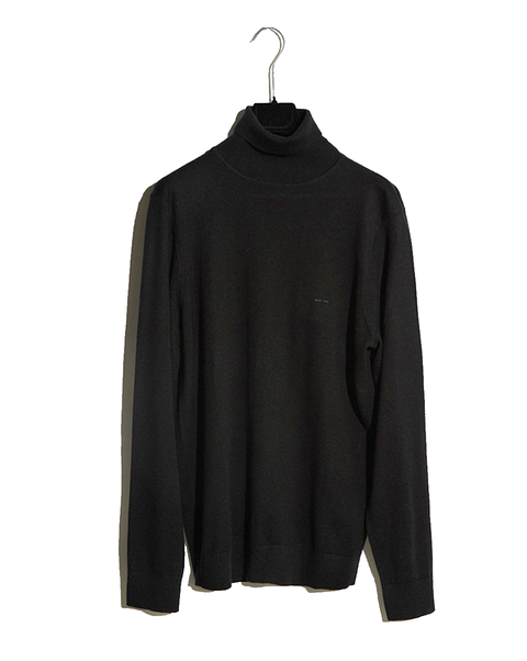 Clothing, Black, Outerwear, Sleeve, Blouse, Neck, Collar, Jacket, Top, Sweater,