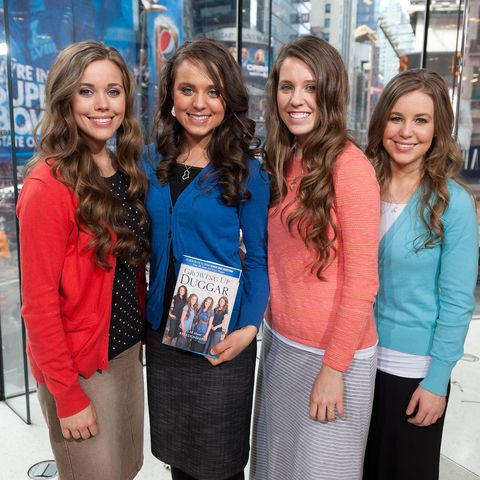 Robert Wagner And The Duggar Family Visit 'Extra'