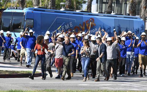 People, Transport, Crowd, Crew, Event, Team, Vehicle, Tourism, City, Pedestrian,