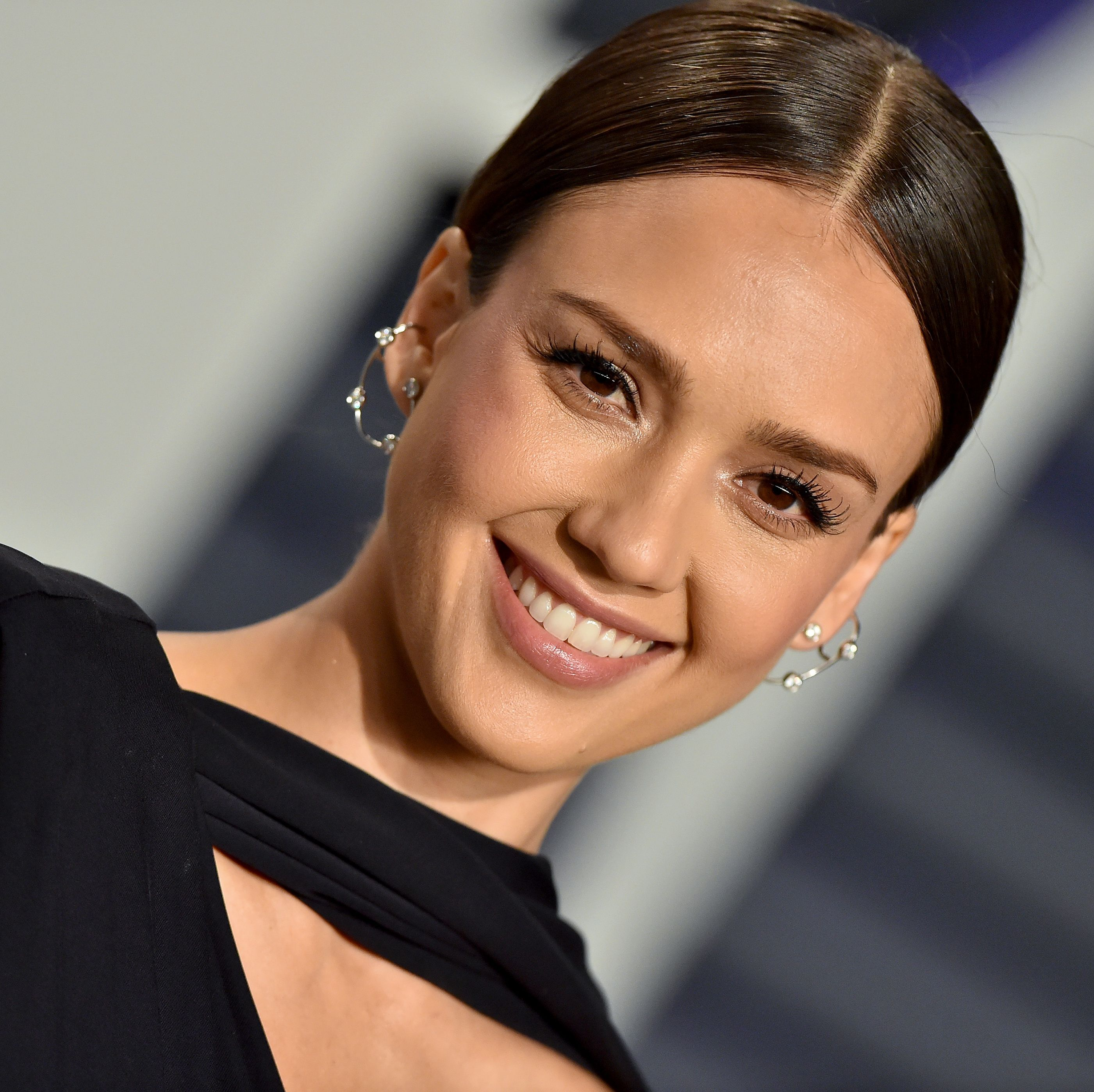 Jessica Alba Posted A No-Makeup Instagram Selfie During An Acupuncture Facial
