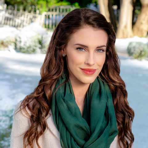 Christmas At Pemberley Manor Cast.Who Is Jessica Lowndes Meet The Star Of Hallmark S