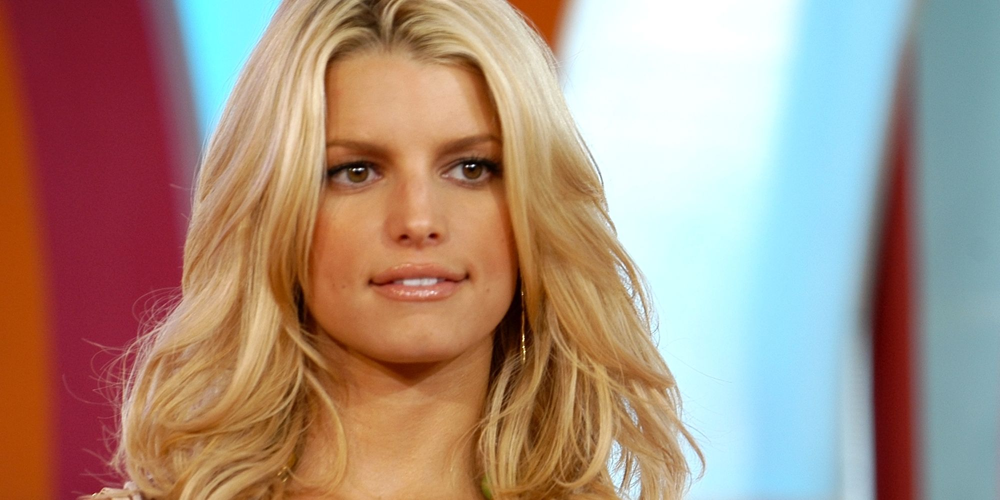 Jessica Simpson With Red Hair And Bangs Looks Completely Unrecognizable