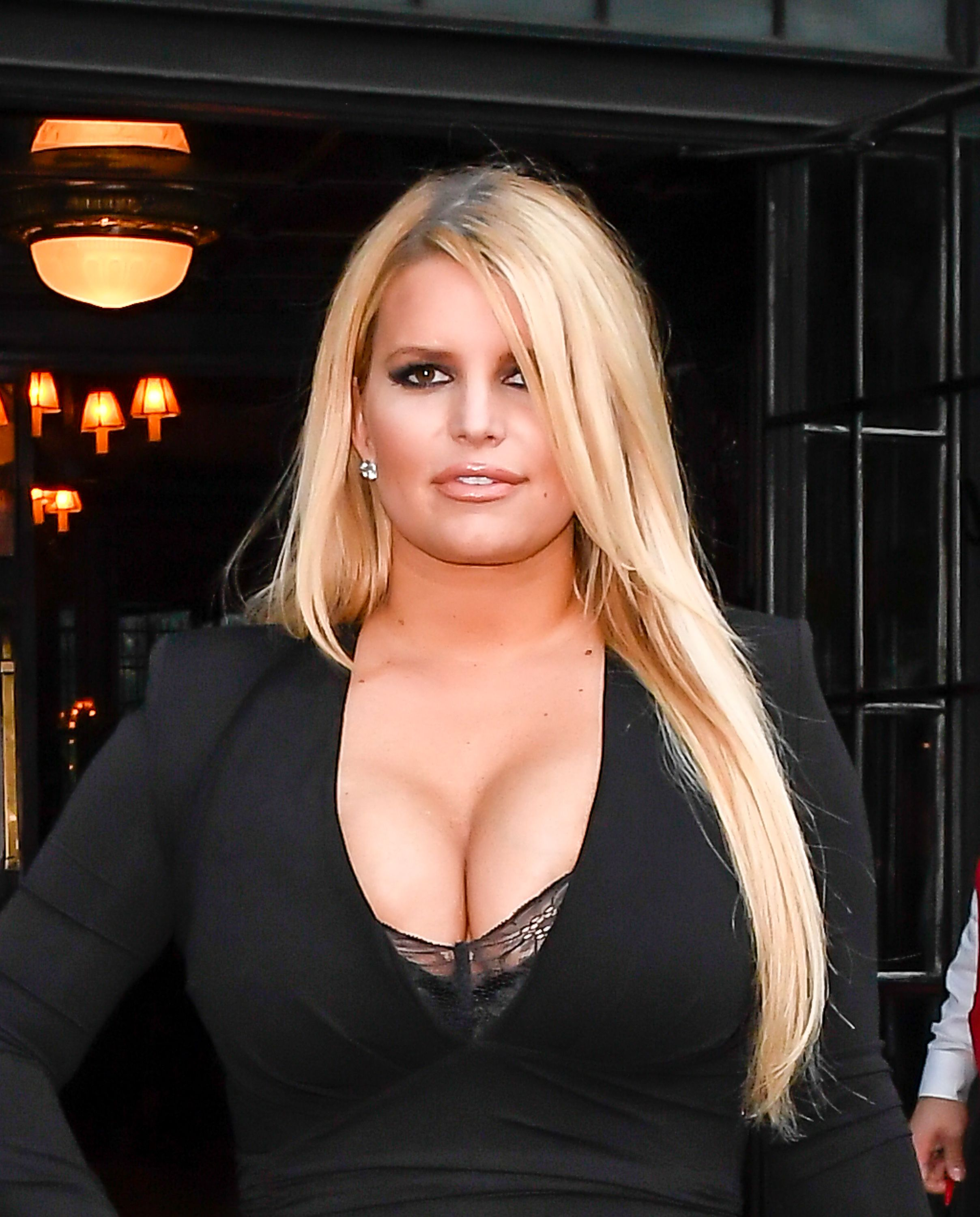 5 Steps Jessica Simpson Took On Her 100-Pound Weight Loss Journey