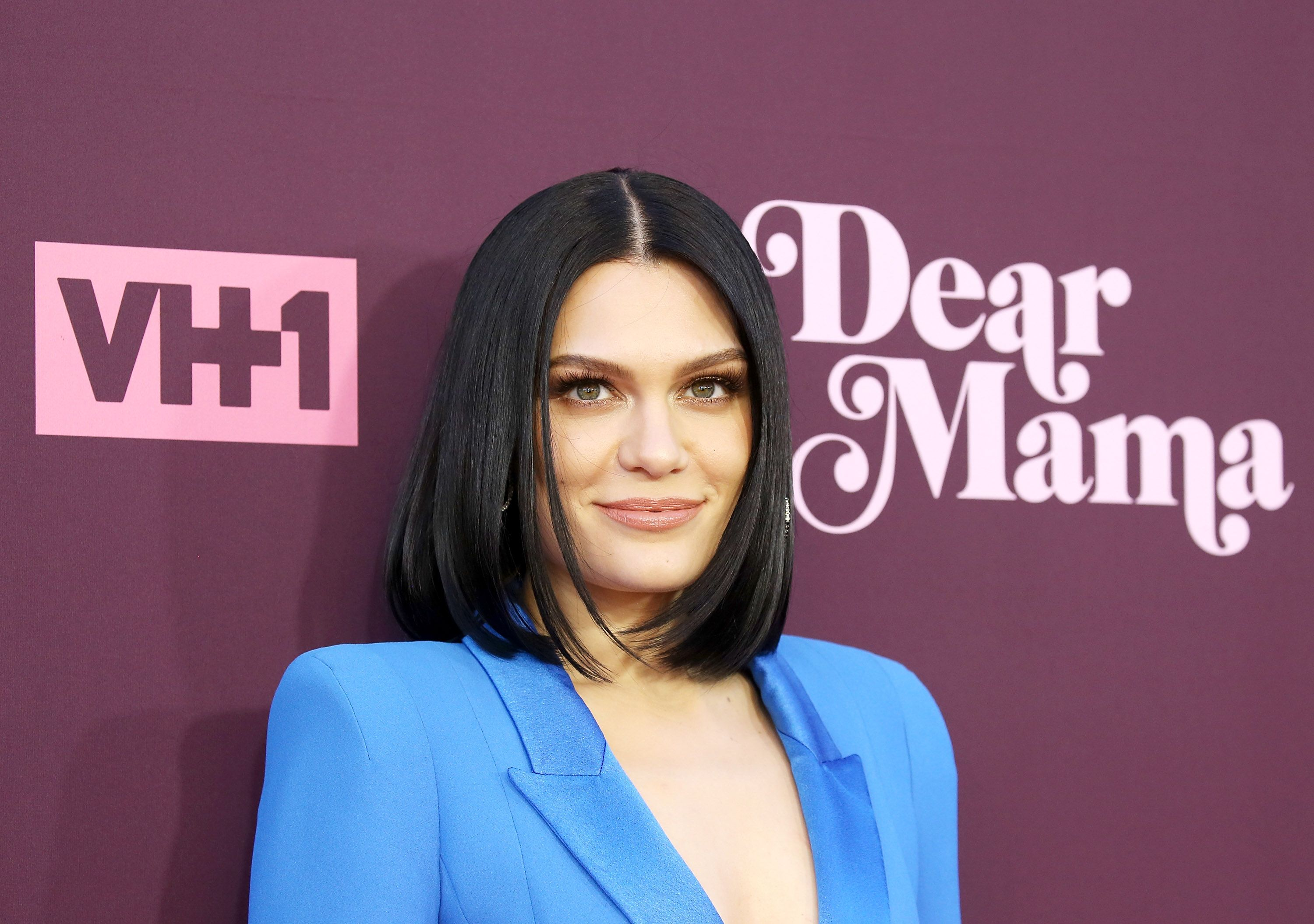 Jessie J posts topless Insta pic in her Calvins, looks amazing
