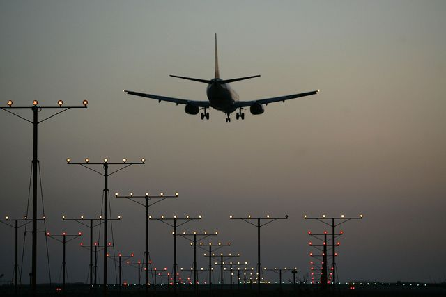 us airline industry struggles through turbulent times