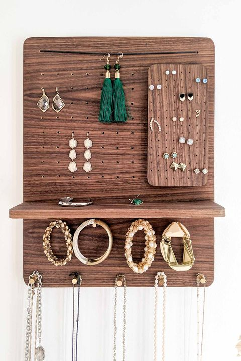 jewelry storage ideas - magnetic organizer