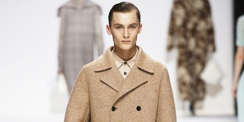 Hair, Fashion, Clothing, Fashion model, Coat, Hairstyle, Outerwear, Lip, Overcoat, Beige,