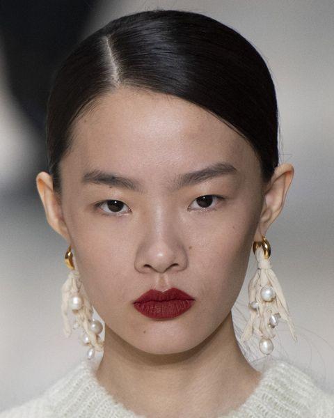 Hair, Face, Lip, Eyebrow, Hairstyle, Chin, Forehead, Cheek, Skin, Nose,