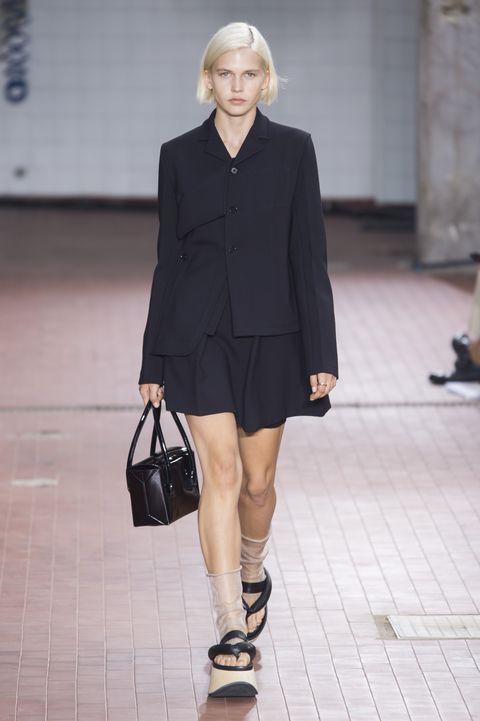 sports shoes 3fad9 d56ff 7 outfit donna primavera 2019 che amerai indossare ora