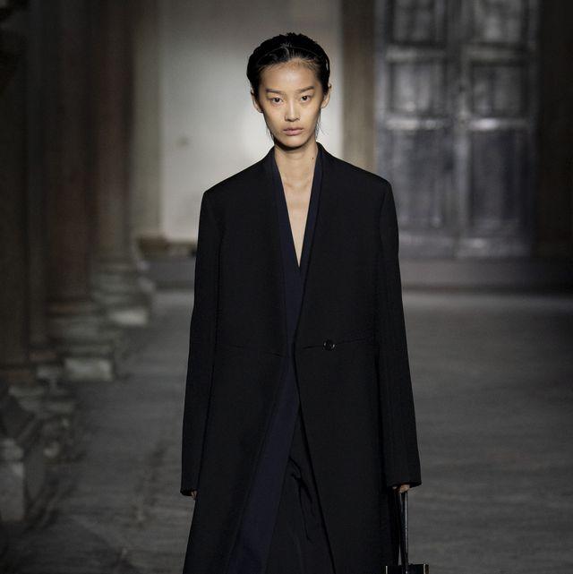 Clothing, Collar, Coat, Outerwear, Standing, Formal wear, Style, Street fashion, Blazer, Fashion,