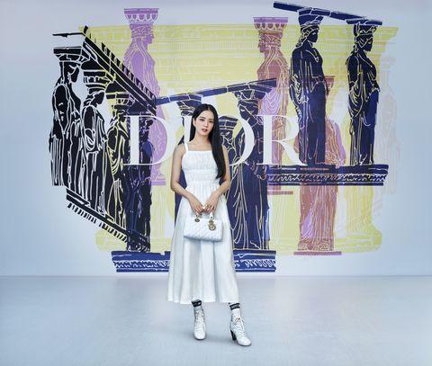 dior 2022早春大秀打造希臘女神運動服!jisoo搶穿最新早春洋裝遠端看秀、安雅泰勒喬伊現身雅典秀場