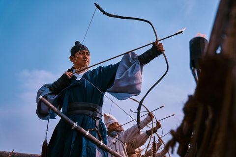 Bow and arrow, Archery, Arrow, Longbow, Bow, Kyūdō, Recreation, Sky, Compound bow, Tree,