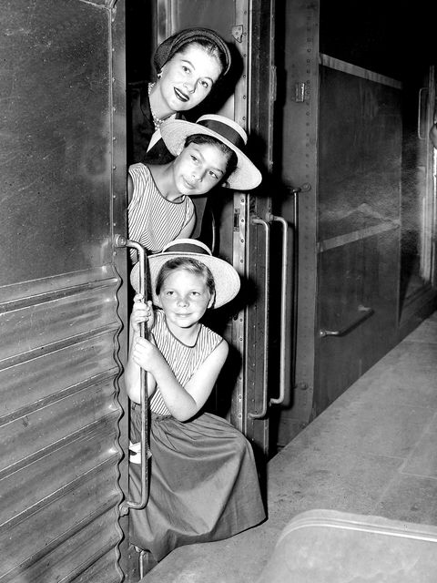Joan Fontaine arrives with her daughters, Marta, 11 and Debo