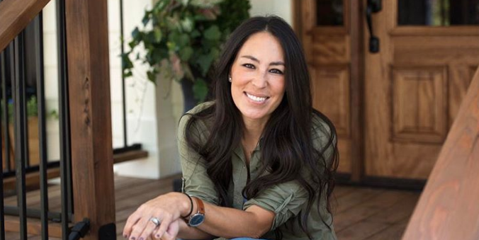 Pregnant Joanna Gaines Displays Growing Bump On New