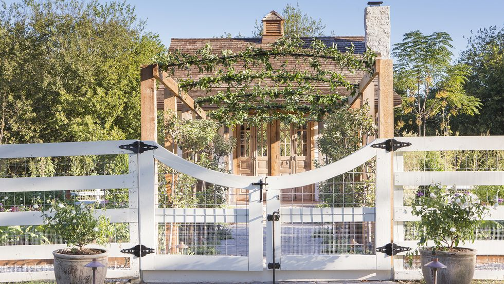 17 Inspired Garden Gates for a Beautiful Backyard
