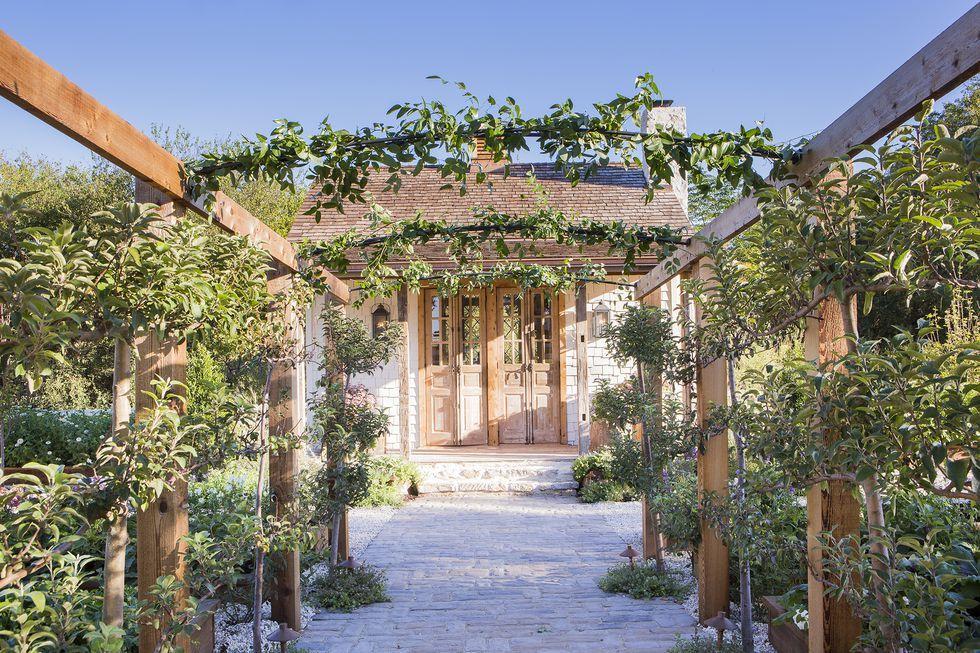 joanna gaines garden trellis