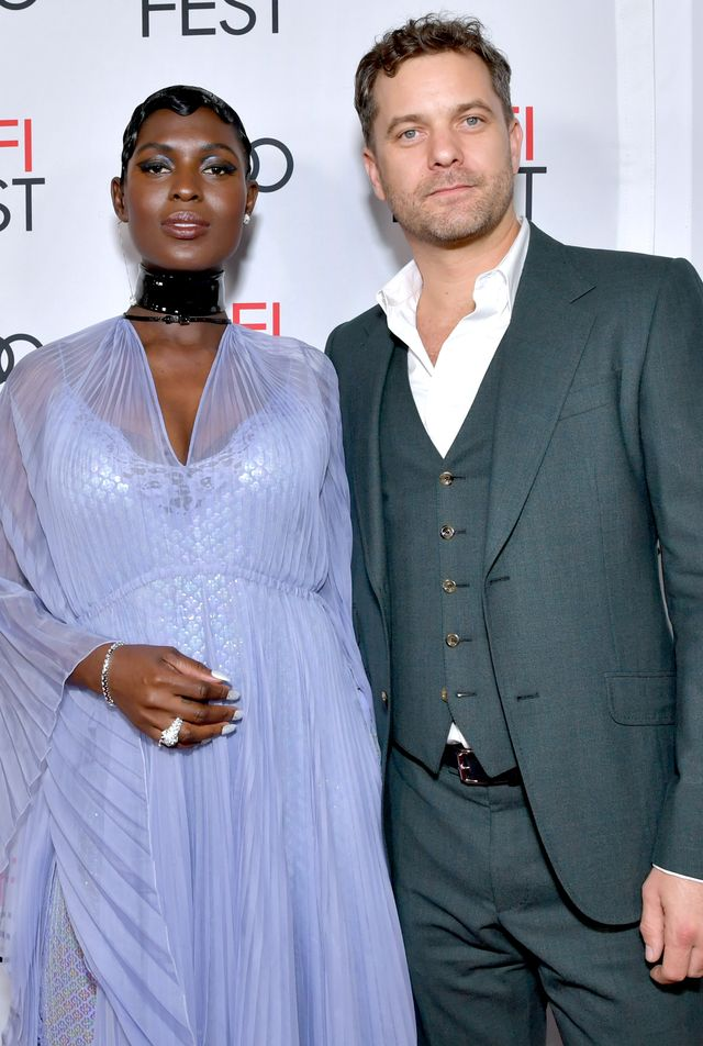 "Actor Joshua Jackson Says Buying His Childhood Home Was ""Very Healing"""