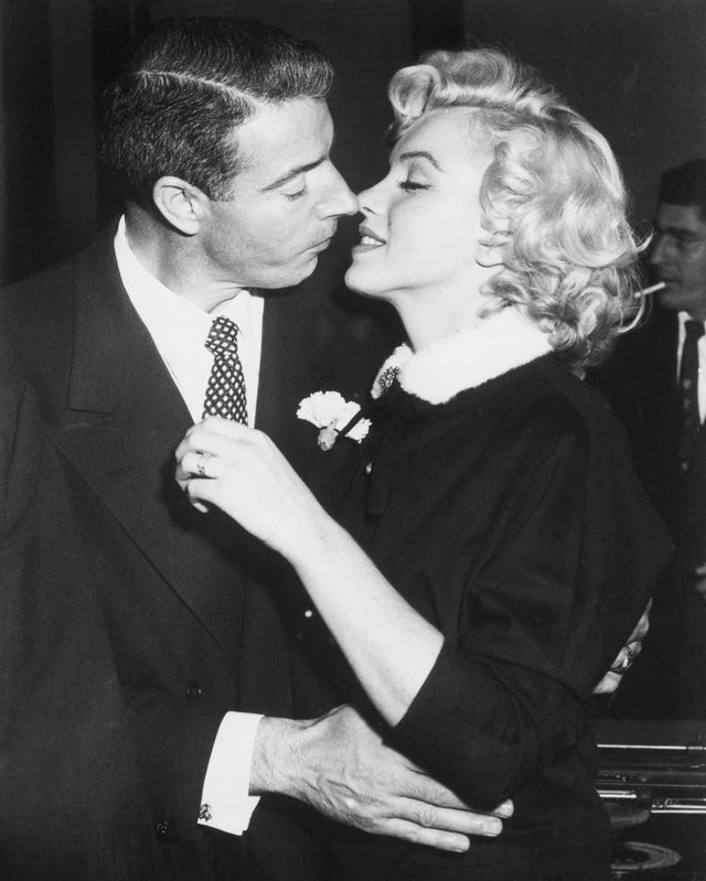 joe dimaggio and marilyn monroe kiss
