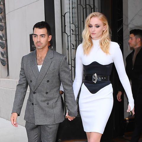 https://www.gettyimages.com/detail/news-photo/joe-jonas-and-sophie-turner-are-seen-walking-in-soho-on-news-photo/1164250339?adppopup=true