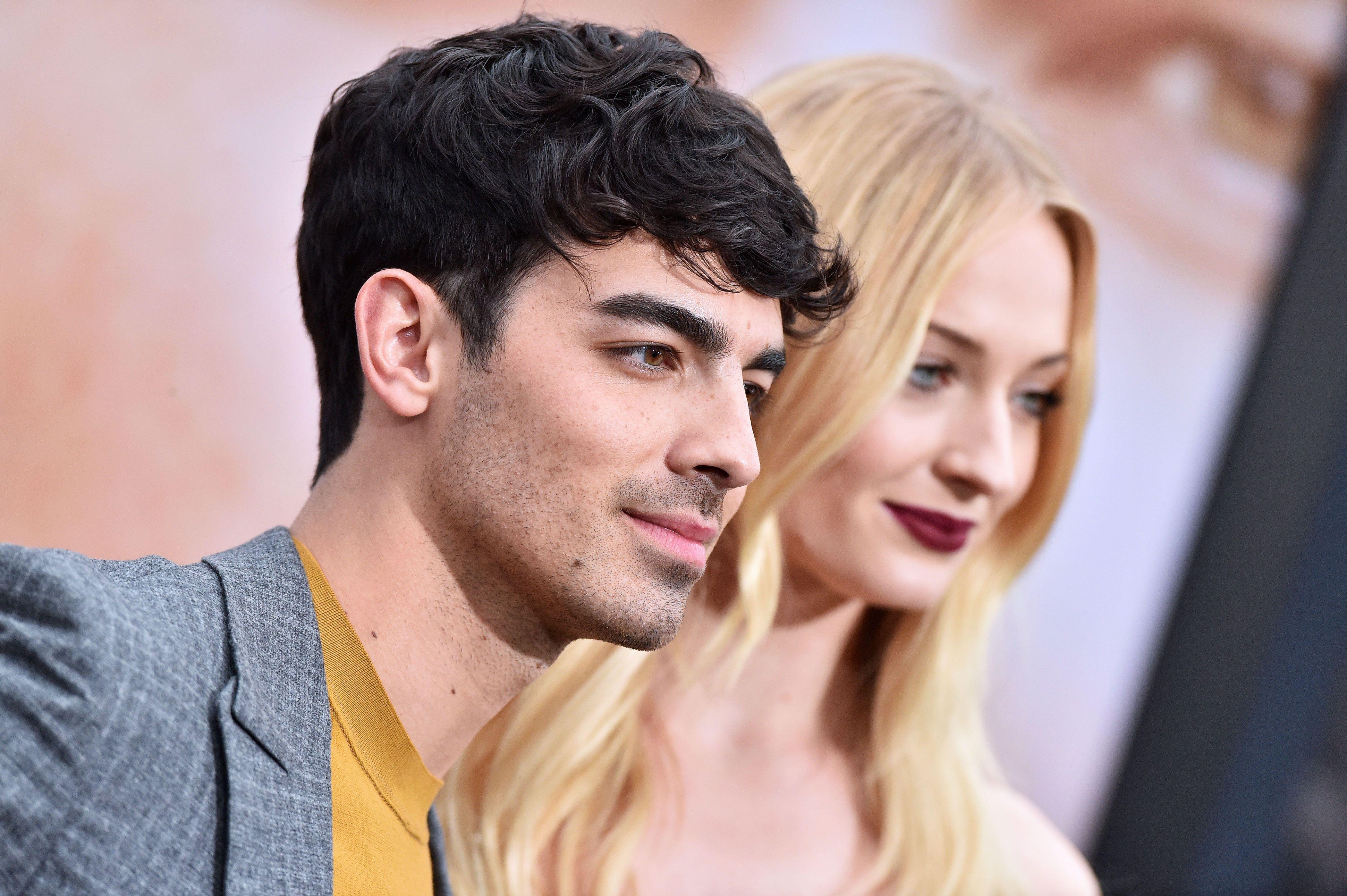 Joe Jonas Plays Instagram Husband For Sophie Turner On The Red Carpet