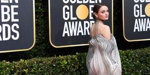 Joey King in Iris Van Herpen op de rode loper bij de Golden Globes 2020