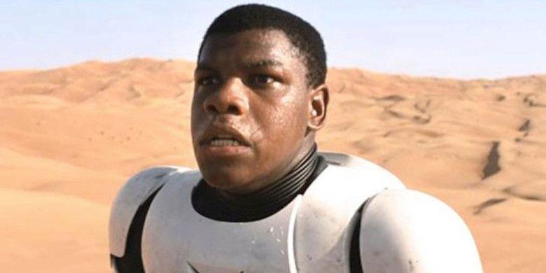 'Star Wars': Las tropas de asalto detienen a John Boyega en Disneyland
