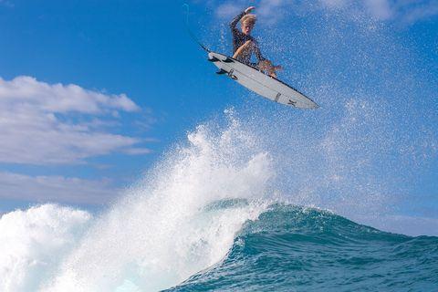 john florence surfea en pipeline, haleiwa, hawai, usa