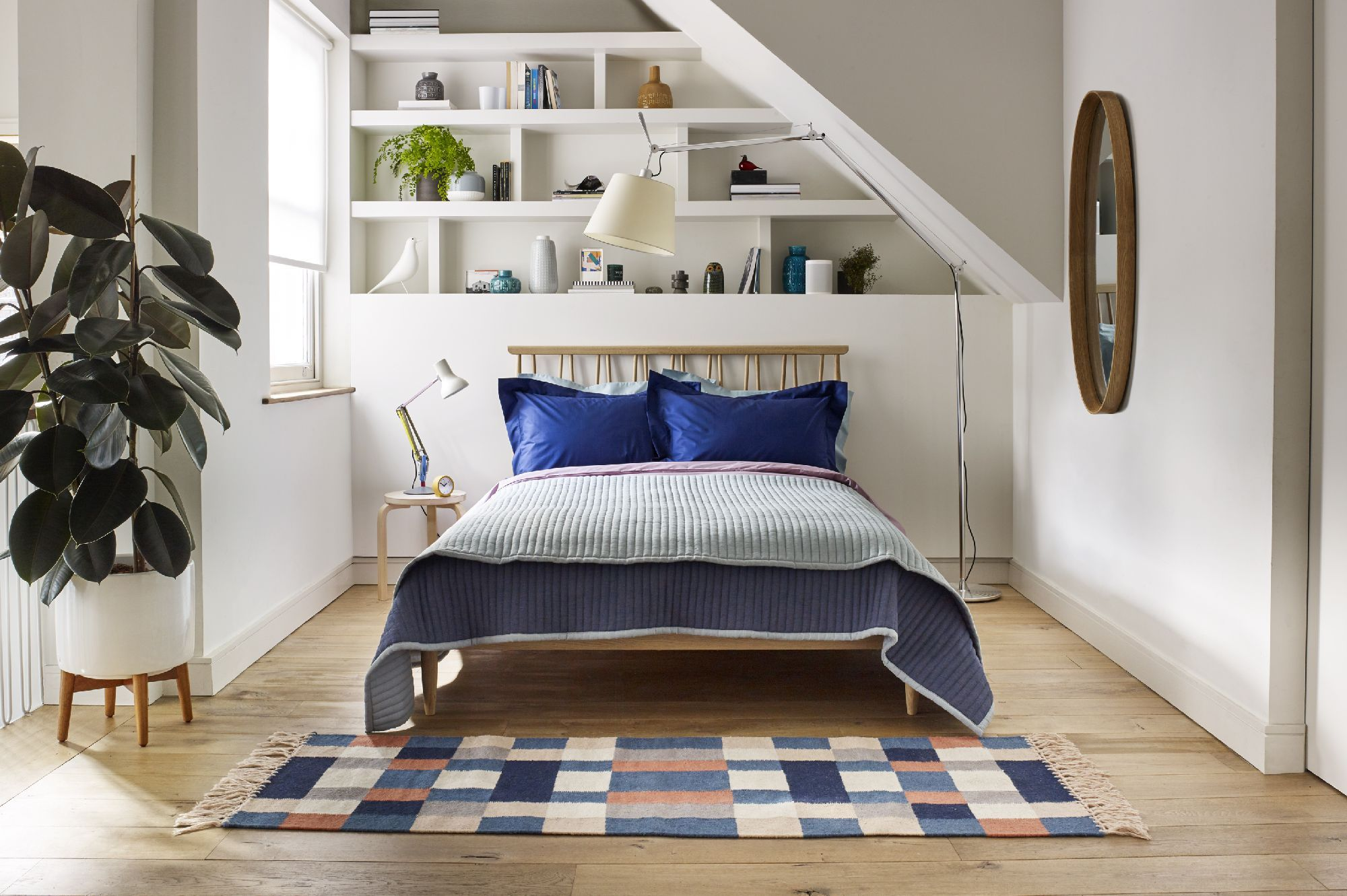 3316ccf4403 18 Small Bedroom Ideas To Fall In Love With – Small Bedroom Decorating Ideas