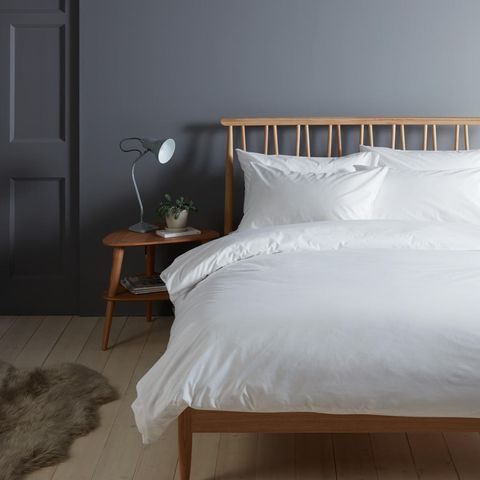 Bed, Furniture, Bedroom, White, Bed sheet, Bedding, Room, Bed frame, Floor, Duvet cover,