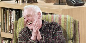 john mahoney frasier dead