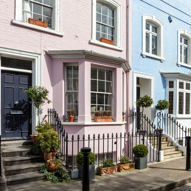 joint tenants vs tenants in common, a row of multi coloured terrace houses in chelsea, london
