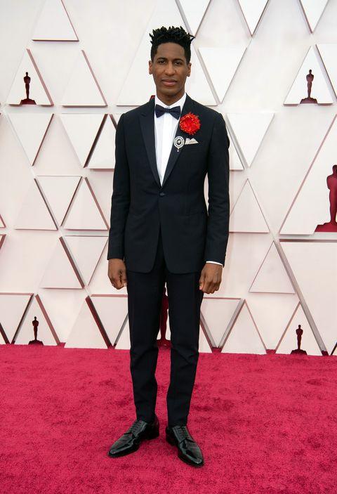 premios oscar 2021 hombre elegantes alfombra roja mejor vestidos