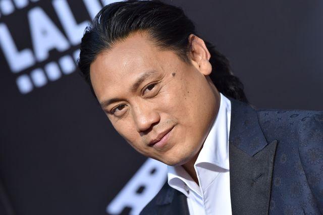 本記事では、映画『クレイジー・リッチ!』の監督ジョン・m・チュウによる、映画内の人種の演出に対しての謝罪をお届けします。2018年に大ヒットした映画『クレイジー・リッチ!』は、主要キャストがアジア系の俳優で占められ、多様性が課題となっているハリウッドで大いに称賛されました。