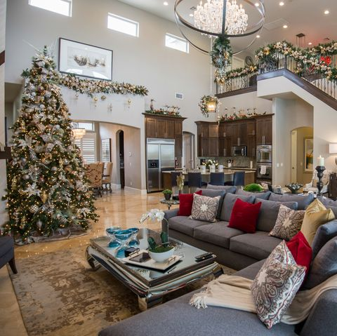 Jonathan Scott Decorates Las Vegas Mansion For Christmas
