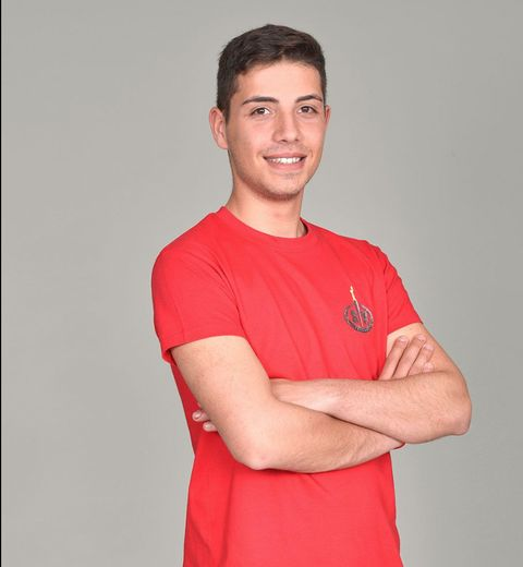 T-shirt, Red, Shoulder, Arm, Neck, Muscle, Joint, Sportswear, Elbow, Sleeve,
