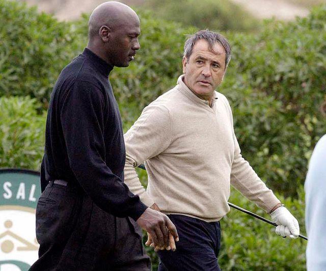 michael jordan y severiano ballesteros jugando al golf
