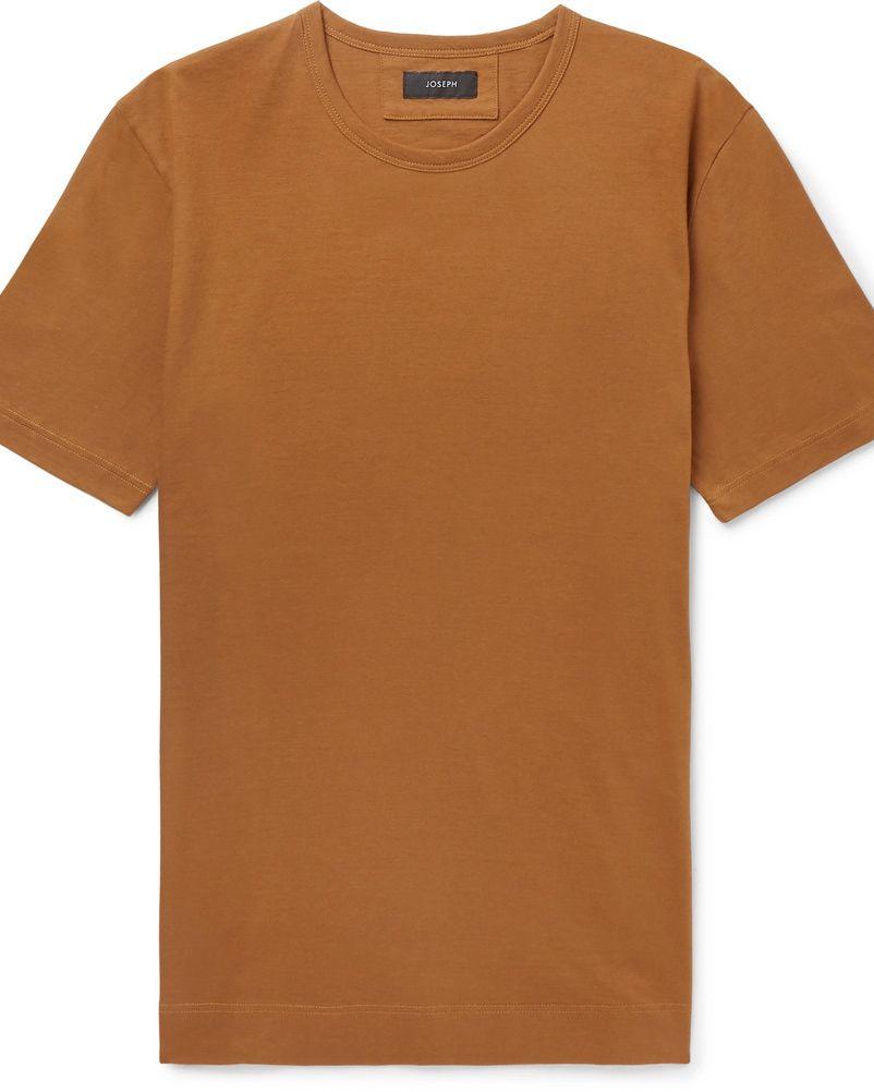 camiseta contraste con traje