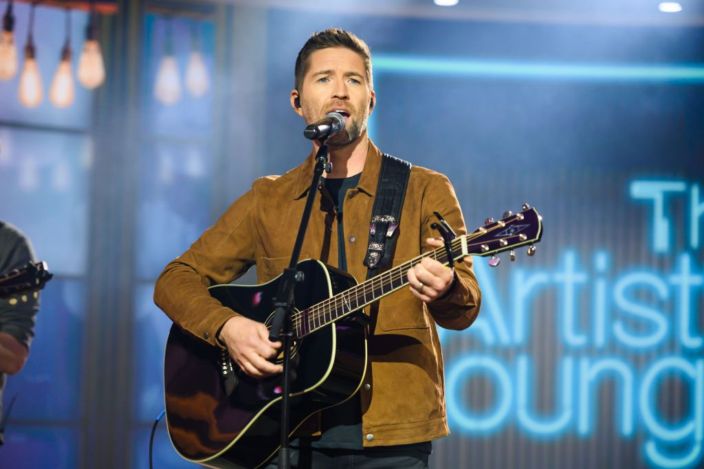 Country Star Josh Turner's Tour Bus Was Involved in a Fatal Crash