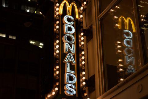 Light, Electronic signage, Neon sign, Lighting, Architecture, Signage, Metropolitan area, Font, Neon, Metropolis,