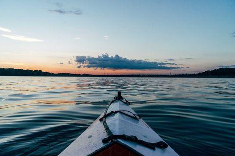 Sky, Water, Kayak, Kayaking, Boating, Boat, Sea kayak, Horizon, Vehicle, Sea,