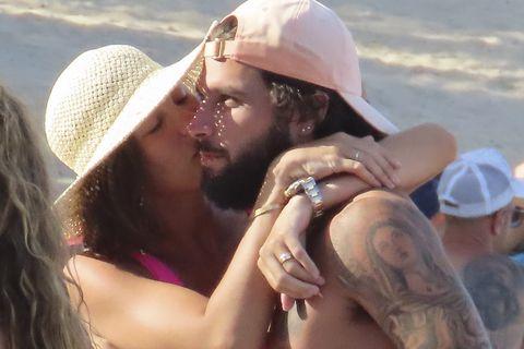 Jessica Bueno y Jota Peleteiro presume de amor y tipazo en Ibiza