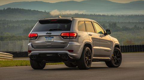 Land vehicle, Vehicle, Car, Automotive tire, Automotive design, Sport utility vehicle, Rim, Tire, Compact sport utility vehicle, Bumper,