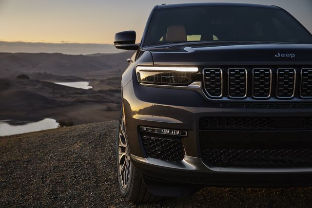all new 2021 jeep® grand cherokee l summit reservefeatures all new ultra slim headlamps set into gloss black bezels, along with slim horizontal fog lamps