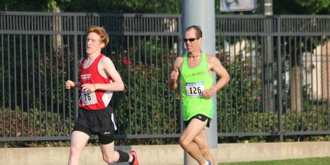 Grass, Sports uniform, Track and field athletics, Race track, Endurance sports, Athletic shoe, Running, Racing, Public space, Athlete,