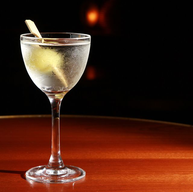 Drink, Classic cocktail, Alcoholic beverage, Champagne cocktail, Martini glass, Stemware, Cocktail, Distilled beverage, Champagne stemware, Wine cocktail,
