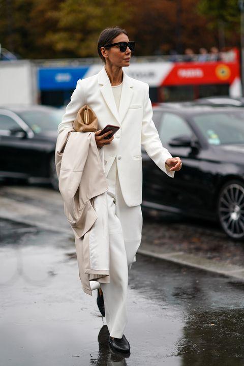 最亮眼全白風格穿搭!白色系西裝外套、洋裝、配件,30款「全白單品」精選